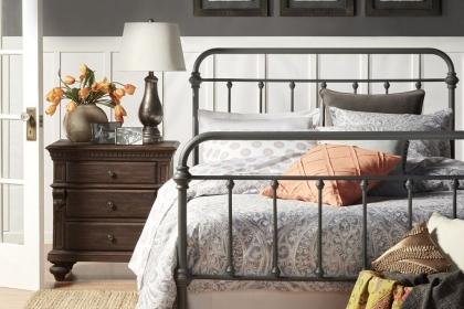 Phòng ngủ mới lạ với giường ngủ khung sắt