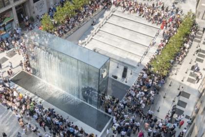 Vẻ hoành tráng của cửa hàng phân phối Apple tại Milan