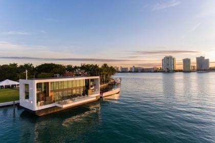 Dinh thự 400 m2 trên mặt nước tự vận hành bằng năng lượng xanh